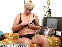 amateur babe juicy mammy masturbation mature milf nasty playing